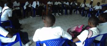 Jeunes en reunion sur la paix